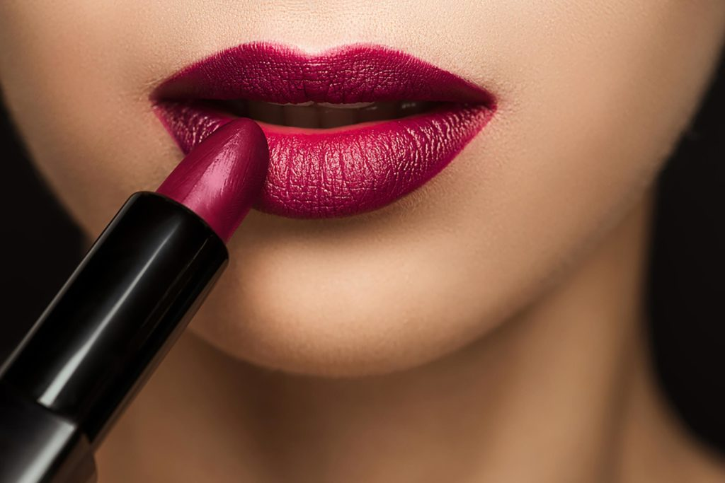 How to Apply Your Lipstick Perfect, Every Single Time