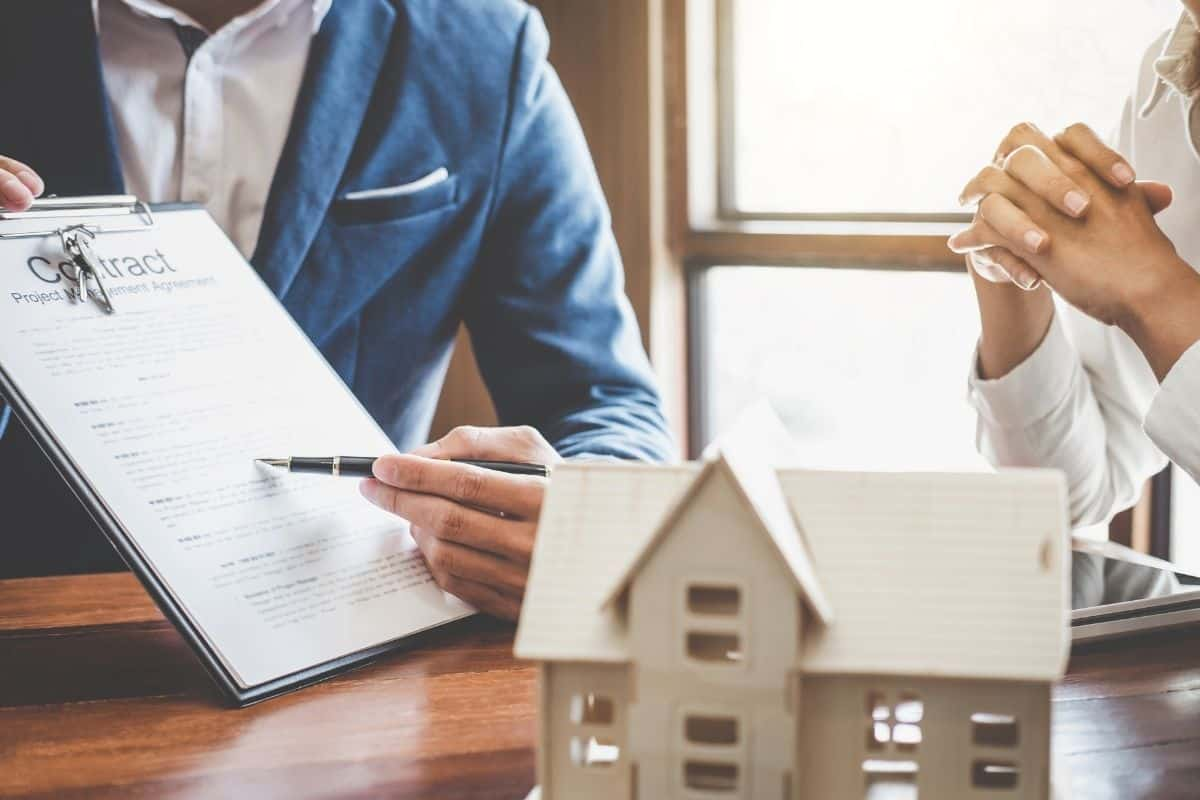 Why You Might Want to Hire a Real Estate Lawyer